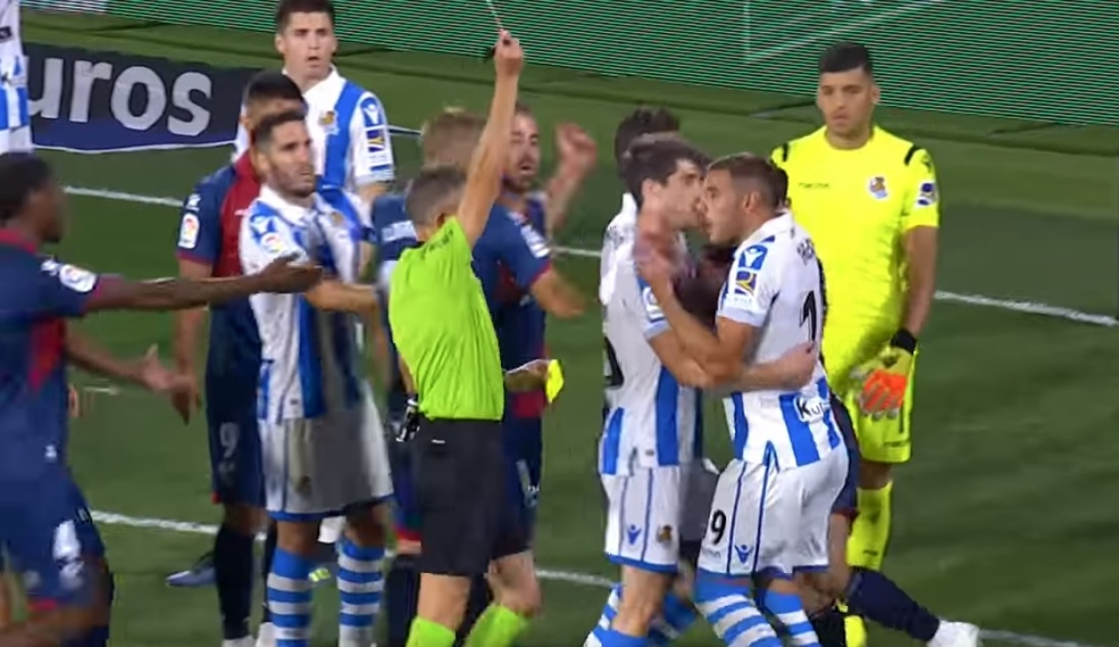 Carton rouge pour Theo Hernandez