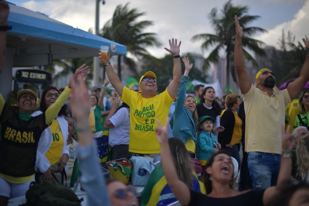 Supporters of far-right lawmaker and presidential candidate for the Social Liberal Party (PSL), Jair Bolsonaro, take part in a pro-Bolsonaro demonstration in Rio de Janeiro, Brazil, during the second round of the presidential elections, on October 28, 2018. Brazilians cast ballots Sunday in a divisive presidential run-off election whose front-runner, far-right former army captain Jair Bolsonaro, is vowing to rescue the country from crisis with a firm grip. AFP