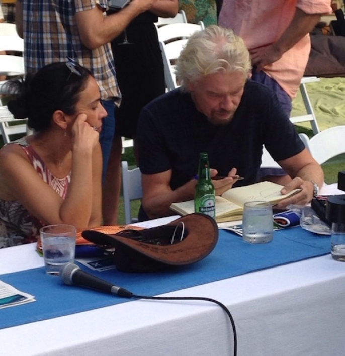 Sir Richard Branson, en plein travail...