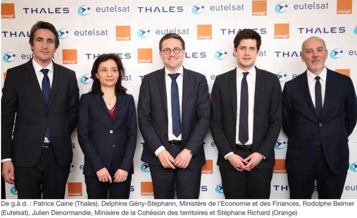 La photo de l'accord Orange/Eutelsat/Thales.