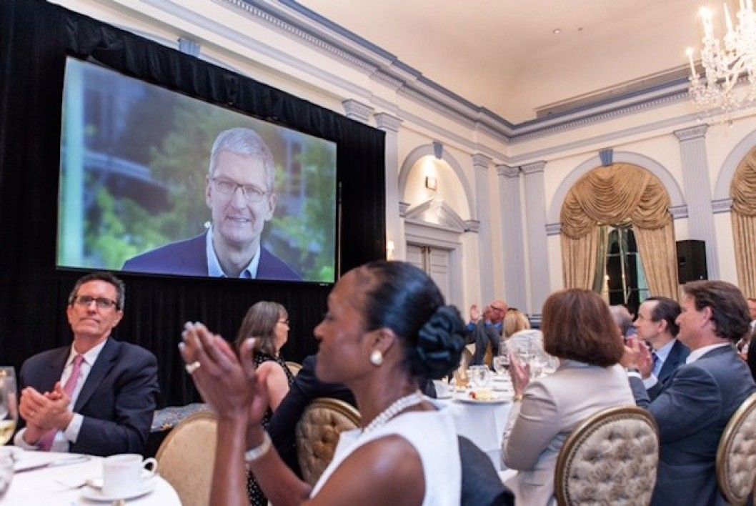 Tim Cook au diner de l'EPIC.