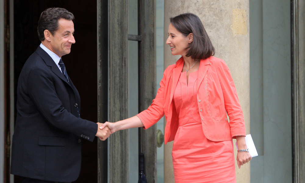 French President Nicolas Sarkozy (L) shakes hands with defeated French Socialist presidential candidate Segolene Royal, 21 June 2007 at the Elysee palace in Paris after a meeting for talks before the coming EU summit in Brussels. AFP PHOTO JACQUES DEMARTHON JACQUES DEMARTHON / AFP