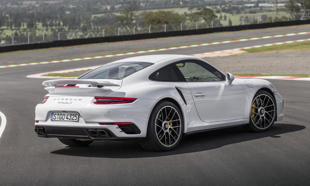 VIDEO - En Porsche 911 Turbo S sur le circuit du Mans !