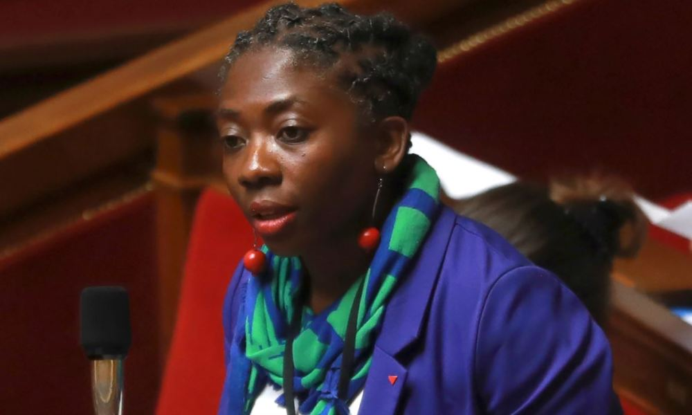 France Insoumise Danièle Obono (Paris) gestures as she addresses a session of questions to the government at the French National Assembly in Paris on July 26, 2017.  JACQUES DEMARTHON / AFP