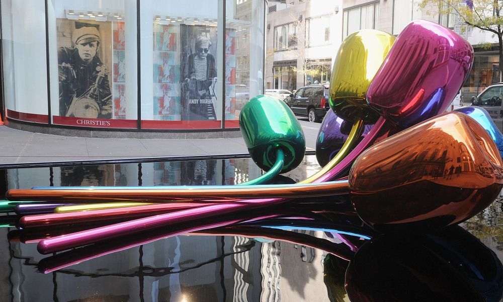 "NEW YORK, NY - NOVEMBER 06: Jeff Koons' sculpture ""Tulips"" in front of Christie's at Rockefeller Plaza on November 6, 2012 in New York City. Jamie McCarthy/Getty Images/AFP Jamie McCarthy / GETTY IMAGES NORTH AMERICA / AFP"