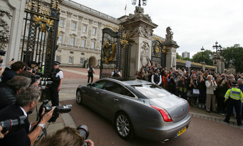 A car carrying outgoing British prime minister David Cameron enters the gates at Buckingham Palace in central London on July 13, 2016 for Cameron to have an audience with Queen Elizabeth II to tender his resignation as prime minister. Outgoing British prime minister David Cameron urged his successor Theresa May on Wednesday to maintain close ties with the EU even while negotiating to leave it, as he paid a fond farewell to MPs hours before leaving office. Cameron will tender his resignation on July 13 to Queen Elizabeth II at Buckingham Palace, after which the monarch will task the new leader of the Conservative Party Theresa May with forming a government.