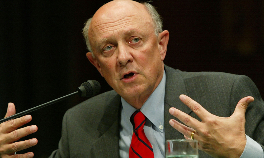 James Woolsey, en 2004.