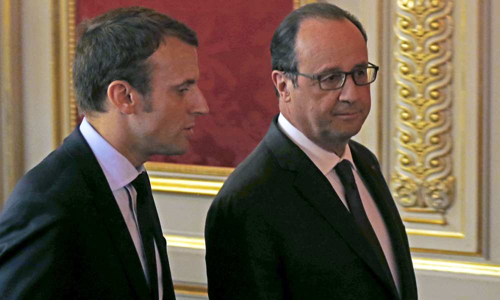 """French President Francois Hollande (R) listens to French Economy Minister Emmanuel Macron (L) during a meeting entitled """"Nouvelle France Industrielle"""", at the Elysee Palace, in Paris, on May 23, 2016.  Francois Mori / POOL / AFP"""