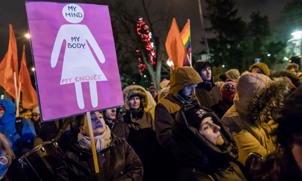 People take part in the pro-abortion demonstration in front of Polish Pariament, on January 13, 2018.  Wojtek RADWANSKI / AFP PHOTO / AFP