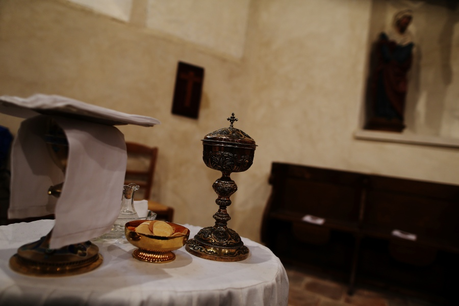 A chalice is pictured in a church in Bois-le-Roi, northwestern France on October 25, 2017.  CHARLY TRIBALLEAU / AFP