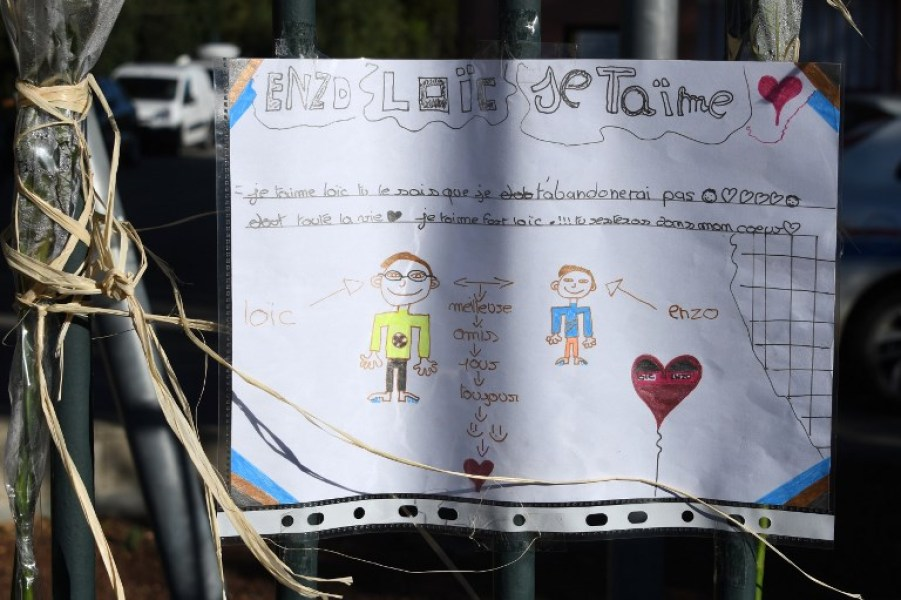 A drawing is hanging on the fence of the city hall of Saint-Feliu-d'Avall on December 16, 2017, dedicated to victims, two days after some children from the town were involved in an accident when a regional TER train crashed into a school bus at a level crossing in Millas. At least five children were killed and 20 people injured, nine seriously, on December 14, when a train crashed into the school bus. The bus, which was carrying around 20 students from a local secondary school, was struck by the train in Millas about 18 kilometres west (11 miles) of the city of Perpignan, close to the Spanish border.