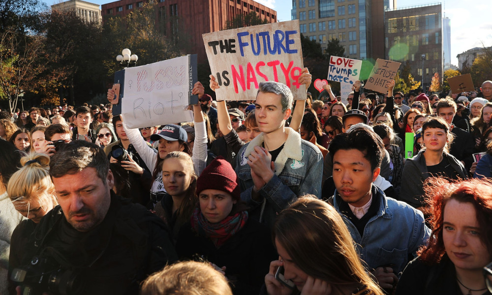 NEW YORK, NY - NOVEMBER 11: Hundreds of anti-Donald Trump protesters hold a demonstration in Washington Square Park as New Yorkers react to the election of Donald Trump as president of the United States on November 11, 2016 in New York City. The election of Trump as president has sparked protests in cities across the country. Spencer Platt/Getty Images/AFP  SPENCER PLATT / GETTY IMAGES NORTH AMERICA / AFP