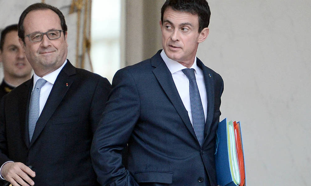 French President Francois Hollande (L) looks on as French Prime Minister Manuel Valls leaves after a weekly cabinet meeting on June 30, 2016 at the Elysee presidential Palace in Paris.