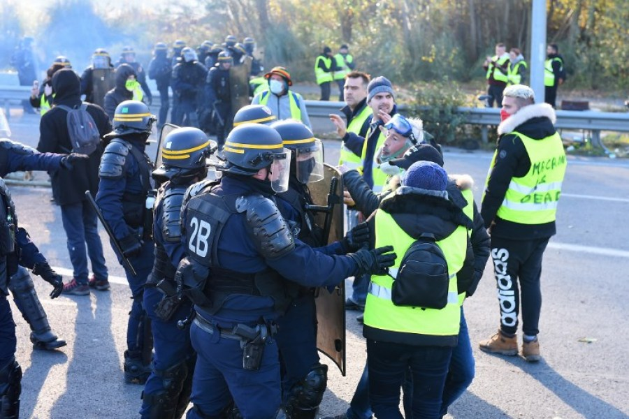 Anti riot police evacuate Yellow Vests (Gilets jaunes) as they block the ring road during a demonstration against the rising of the fuel and oil prices on November 19, 2018 in Bordeaux, southwestern France. Protesters angry over high fuel prices blocked access to fuel depots and stopped traffic on major roads on November 19 after the government refused to back down on fuel taxes after a weekend of demonstrations across France. NICOLAS TUCAT / AFP