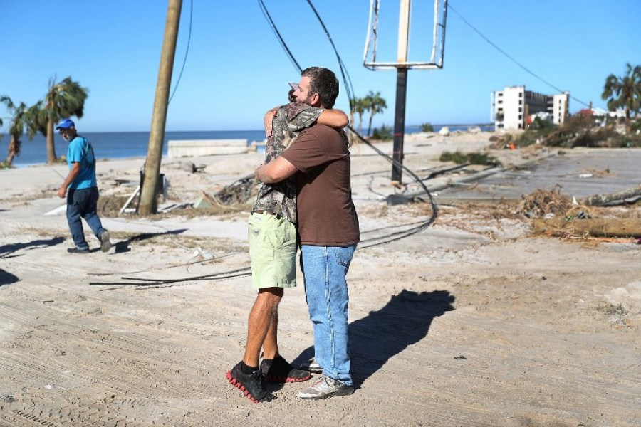 MEXICO BEACH, FL - OCTOBER 12: Kevin Guaranta hugs Henry Kirby after they see each other is okay for the first time since Hurricane Michael passed through the area on October 12, 2018 in Mexico Beach, Florida. The hurricane hit the panhandle area with category 4 winds causing major damage. Joe Raedle/Getty Images/AFP  JOE RAEDLE / GETTY IMAGES N