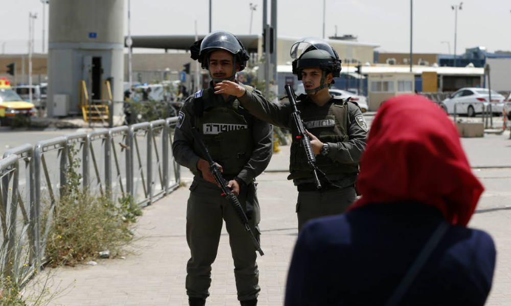 Israeli security forces stand guard at the Qalandia checkpoint between Jerusalem and Ramallah in the Israeli occupied West Bank after Israeli police shot dead two Palestinians at the crossing on April 27, 2016 after one of them threw a knife at them, a spokeswoman said.