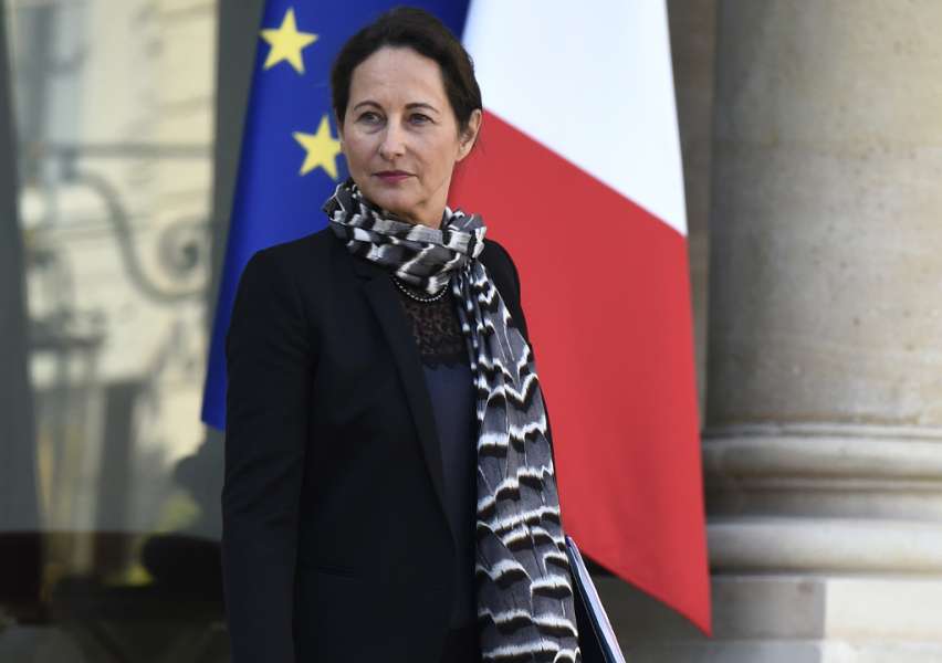 FRANCE, Paris : French minister for Ecology, Sustainable Development and Energy Segolene Royal leaves on September 25, 2014 the weekly cabinet meeting at the presidential Elysee palace in Paris. AFP PHOTO / LIONEL BONAVENTURE