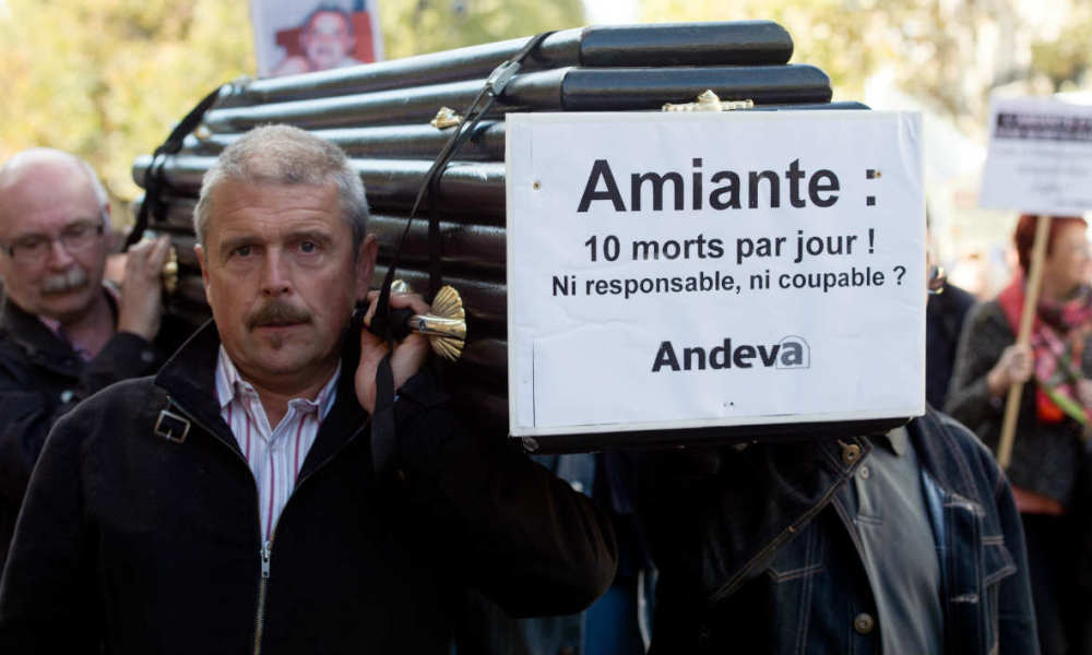 Des manifestants de l'association nationale de défense des victimes de l'amiante (ANDEVA), le 9 octobre 2015. (Photo d'illustration)