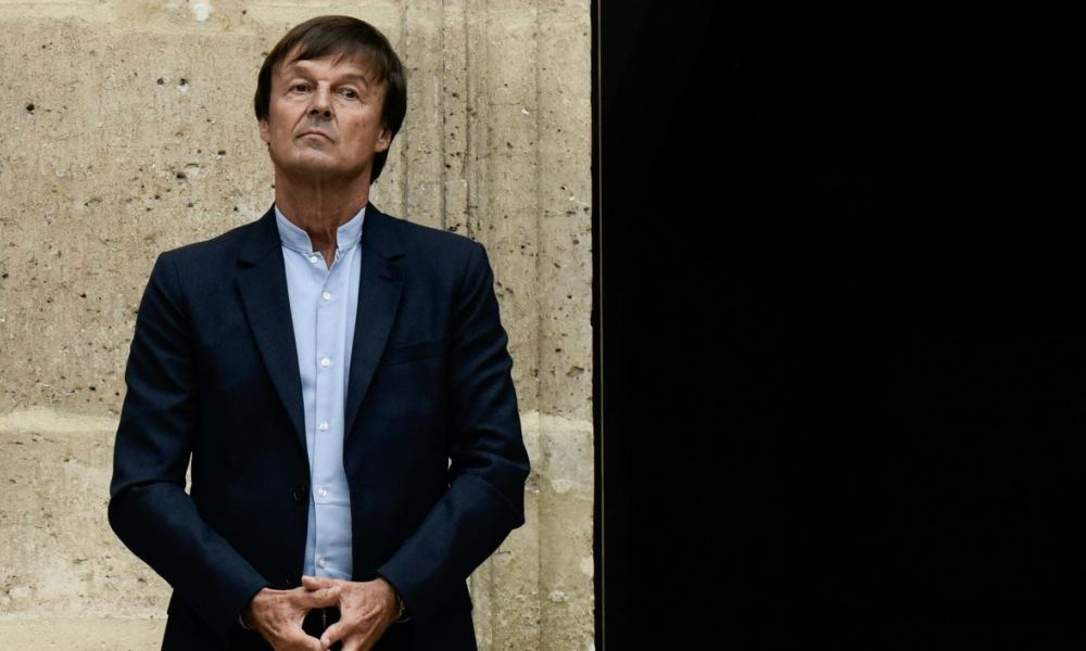 Former French Minister for the Ecological and Inclusive Transition Nicolas Hulot listens to his successor during the handover ceremony at the Ministry of Ecology in Paris, on September 4, 2018.  PHILIPPE LOPEZ / AFP