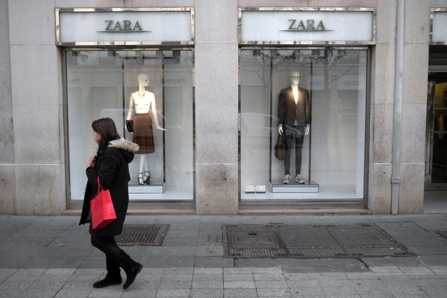 zara the technology giant of the fashion Zara's warehouses are a vision of modern automation as swift and efficient as any automotive or customer electronics plant the computerized system sorts, packs, labels, and allocate clothing items to every one of zara's 1,495 stores.