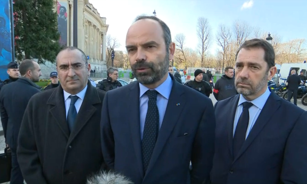 "Violences à Paris: Edouard Philippe qualifie de ""complices"" ""ceux qui excusent, qui encouragent"""