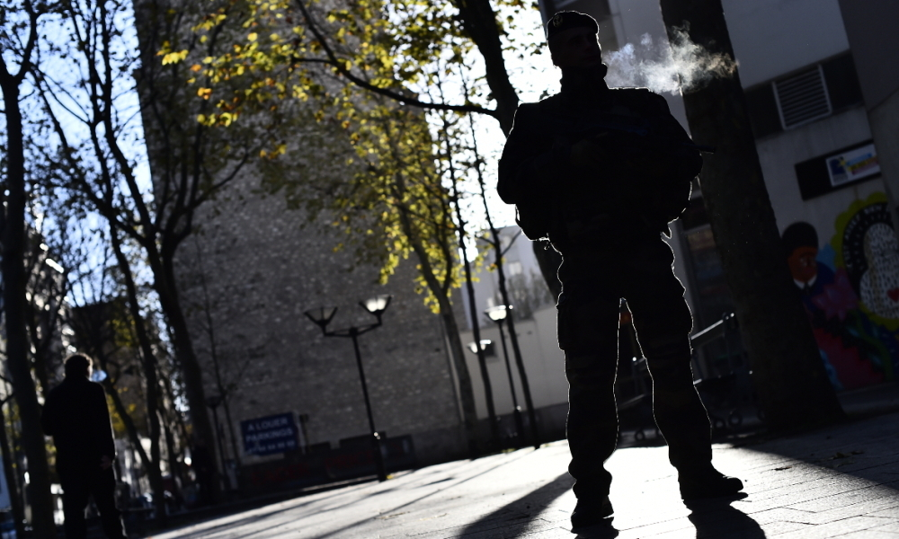 Un militaire dans le 20e arrondissement de Paris (photo d'illustration)