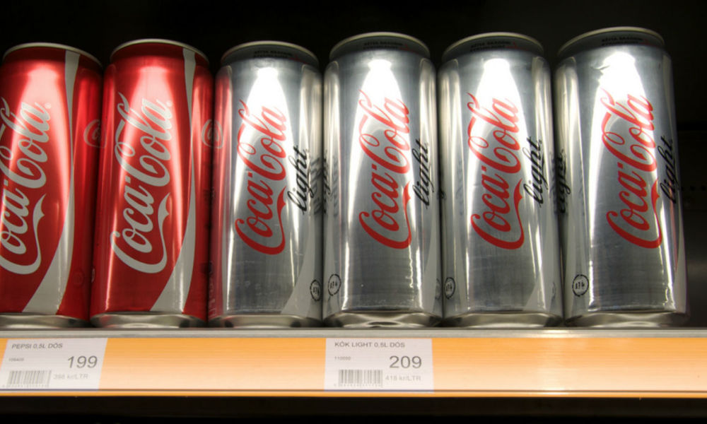 Des canettes de Coca-Cola et Coca-Cola Light (image d'illustration)