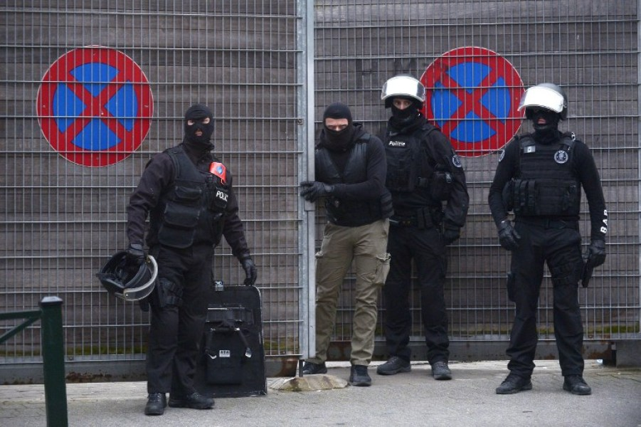 Paris attacks: Salah Abdeslam arrested in Molenbeek, Brussels