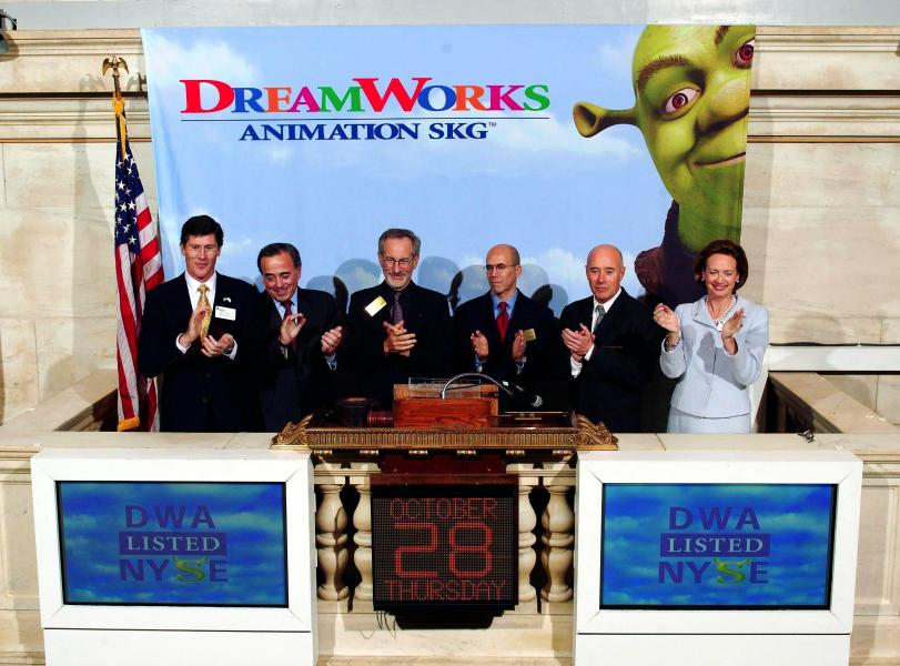 Steven Spielberg, Jeff Katzenberg, David Geffen et leurs associés, lors de l'introduction en bourse de DreamWorks Animation en 2004.