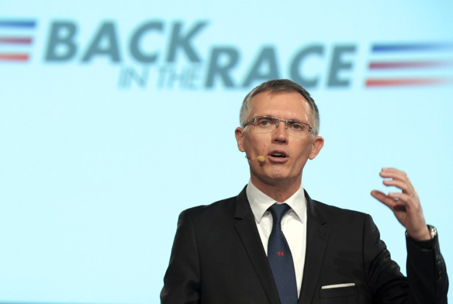 "Carlos Tavares et PSA sont en avance sur le plan de relance ""back in the race""."