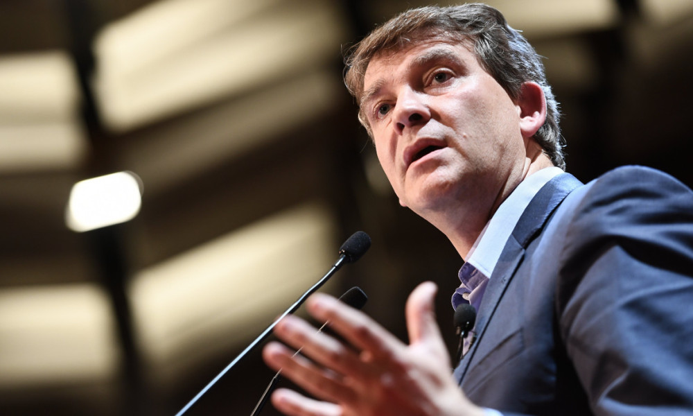 Former French Economy Minister and candidate for the left-wing primaries ahead of the 2017 presidential election Arnaud Montebourg delivers a speech during a political meeting in Gonesse, outside Paris on September 19, 2016.  CHRISTOPHE ARCHAMBAULT / AFP