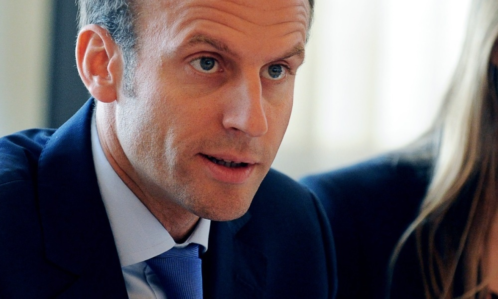 "Macron propose d'instaurer ""un service national obligatoire"""