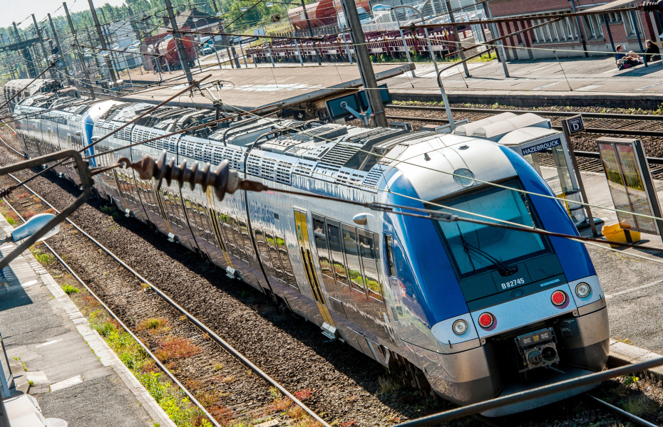 A SNCF Regional Express Train (TER) on May 22, 2014 at Hazebrouck's train station, northern France. SNCF unions called railway workers to go on strike today in Paris, as they ask for a more thorough fusion with the French Railway Infrastructure (RFF). AFP PHOTO / PHILIPPE HUGUEN PHILIPPE HUGUEN / AFP