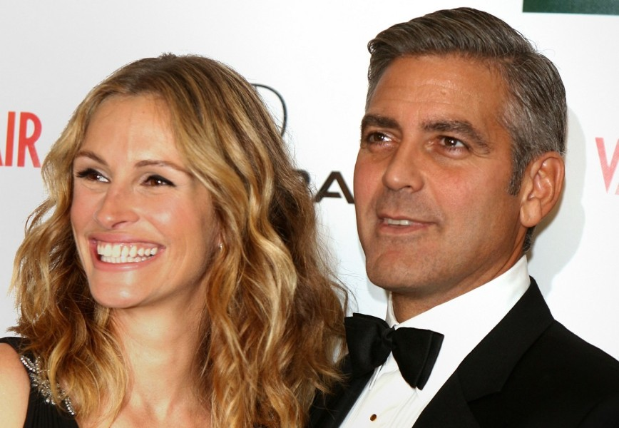 BEVERLY, CA - OCTOBER 13: Actress Julia Roberts (L) and actor/Director George Clooney pose in the press room at the 21st Annual American Cinematheque Award Honoring George Clooney held at the Beverly Hilton Hotel on October 13, 2006 in Beverly Hills, California.