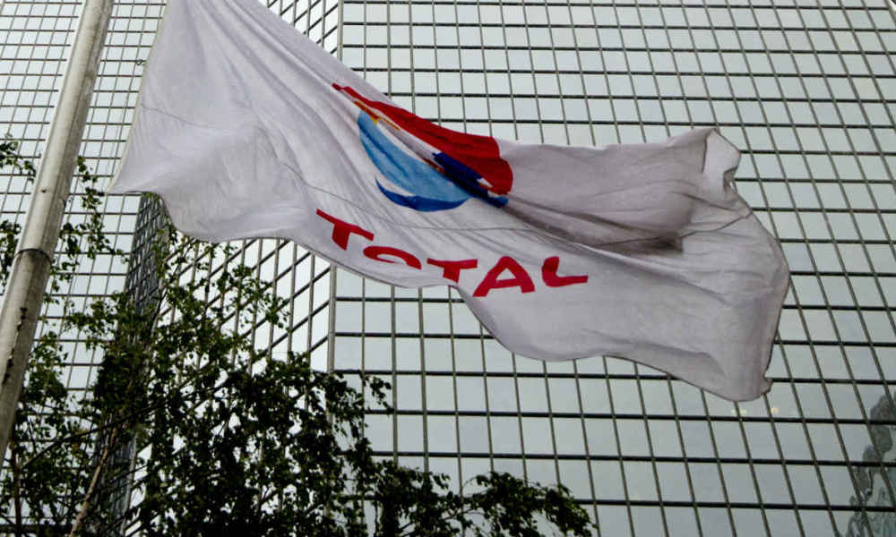 Le drapeau Total, flottant devant le siège du groupe à La Défense. (Photo d'illustration)