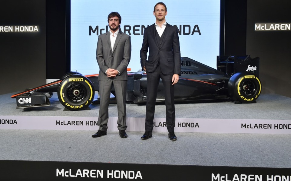 En image : Quand Alonso et Button s'éclatent en mini scooters