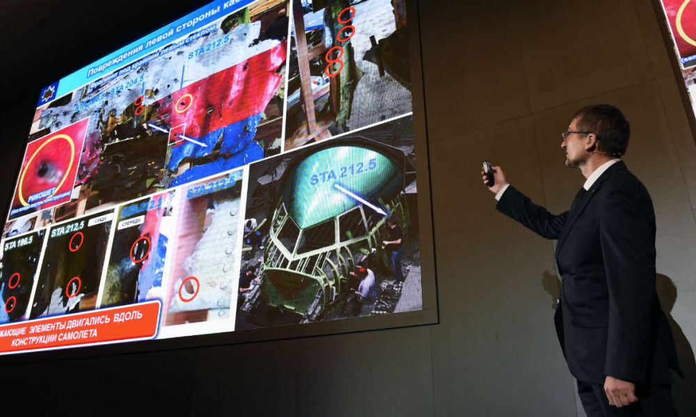 An official of Russia's missile maker Almaz-Antey presents the results of the company's investigation into the downing of Malaysia Airlines flight MH17 at a press conference in Moscow on October 13, 2015. AFP PHOTO / VASILY MAXIMOV