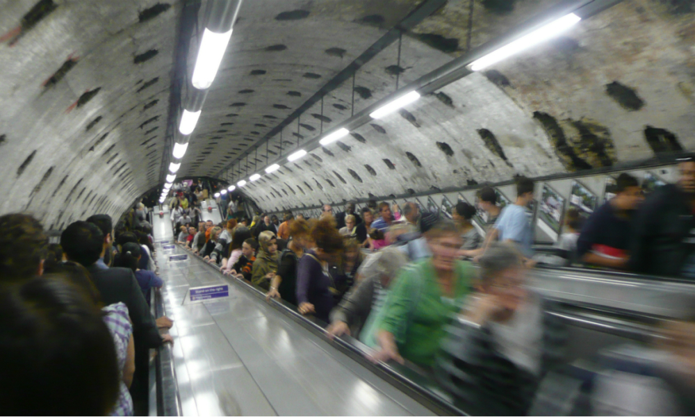 Pourquoi Londres interdit de grimper les marches d'un escalator du métro