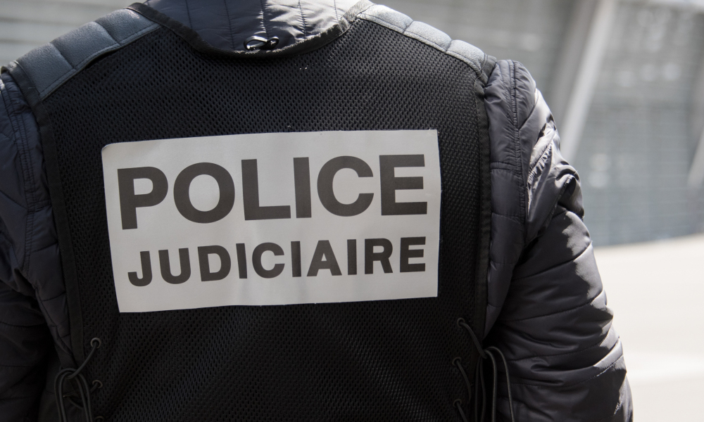 A picture taken on April 21, 2016 shows a French member of the judicial police during a training in Lille, northern France.  DENIS CHARLET / AFP