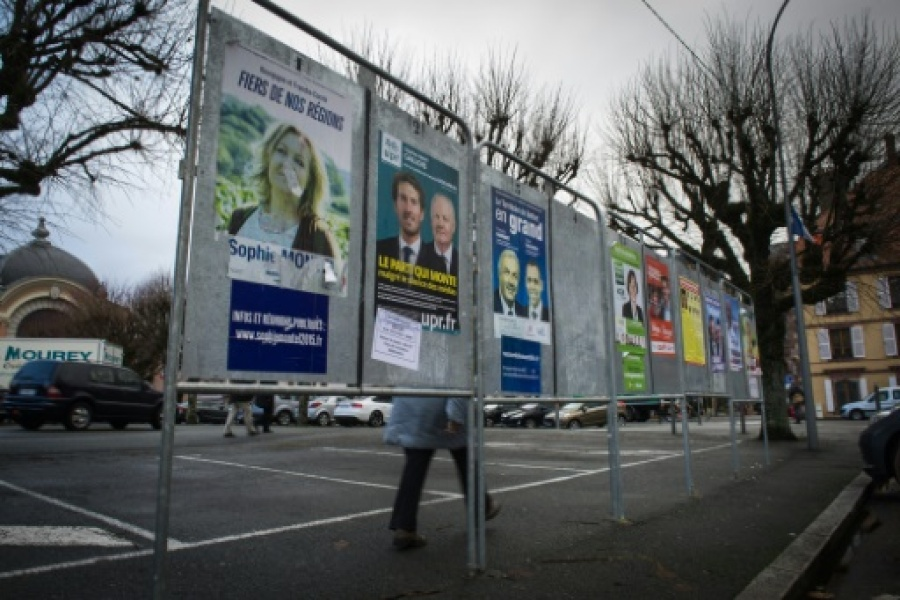 Panneaux électoraux le 1er décembre 2015 à Delle French regional elections will take place on December 6 and 13, 2015.