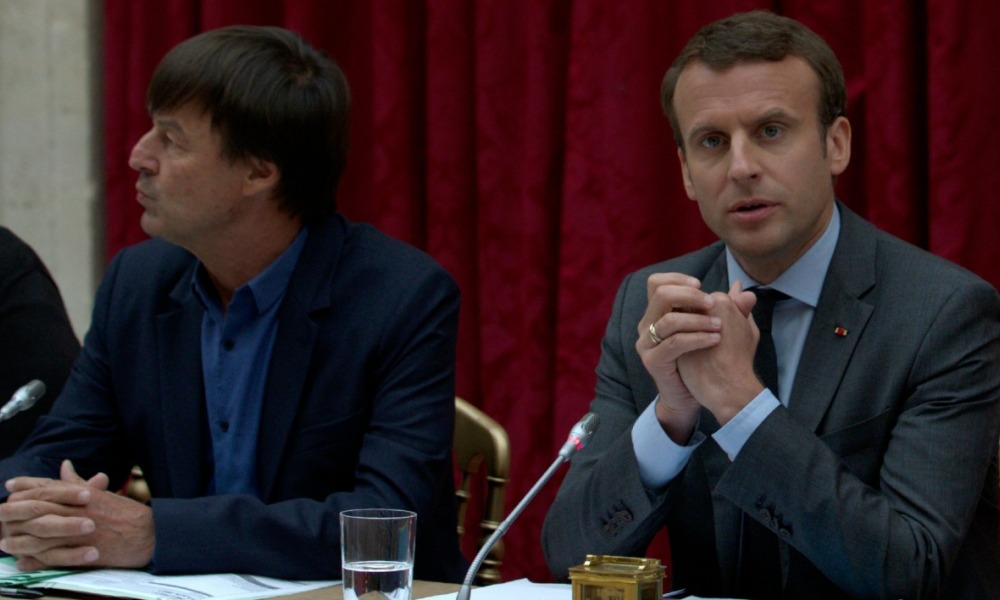 French President Emmanuel Macron (R) and French Minister of Ecological and Social Transition Nicolas Hulot (L) take part in a meeting on climate change at the Elysee Palace in Paris,on June 6, 2017. PHILIPPE WOJAZER / POOL / AFP