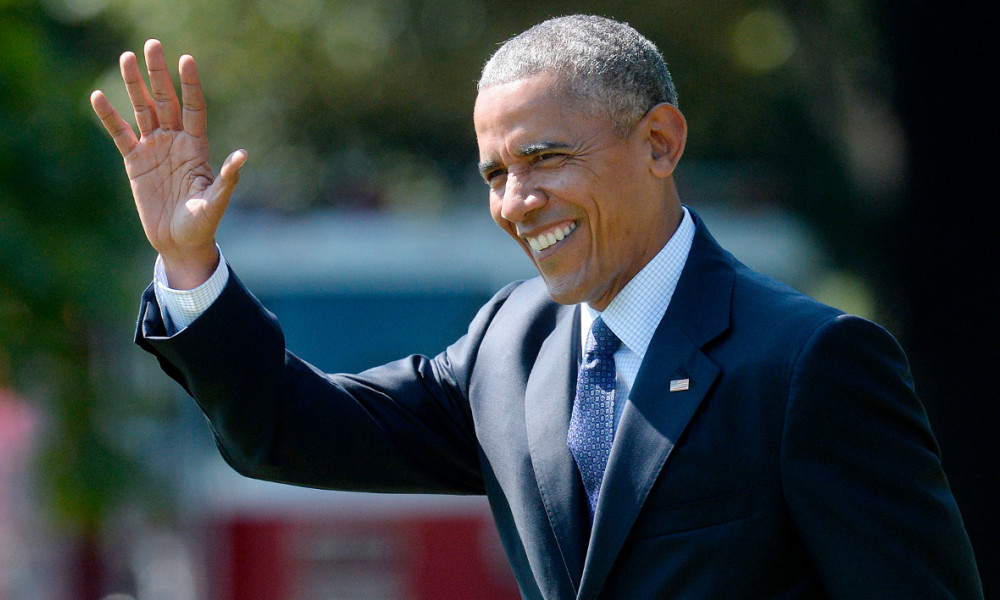 US President Barack Obama waves as he walks across the South Lawn to board Marine One as he departs the White House, September 13 2016, in Washington, DC. President Obama is traveling to Philadelphia, Pennsylvania to attend a Hillary for America campaign event.  Olivier Douliery / AFP