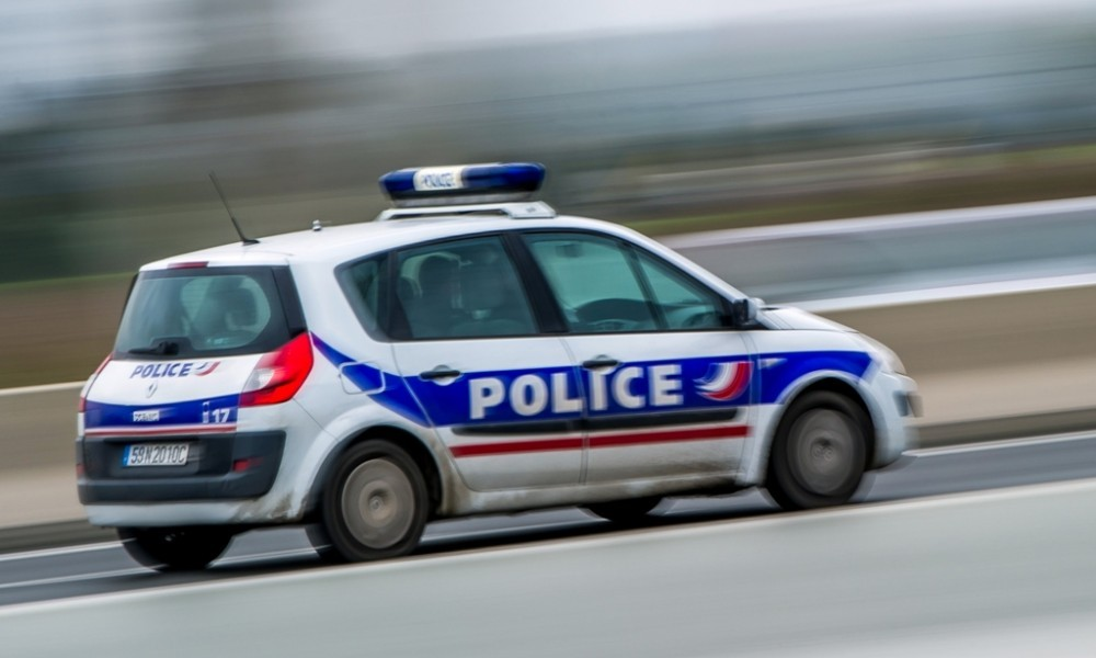 Une voiture de police en intervention.