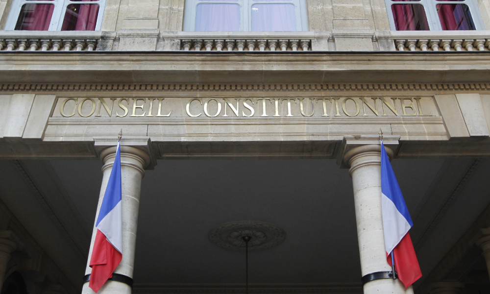 Le conseil constitutionnel annule le d lit de consultation for Definition delit