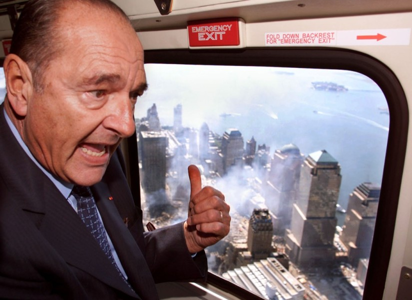 Jacques Chirac survole le World Trade Center en 2001, quelques jours après l'attentat du 9/11