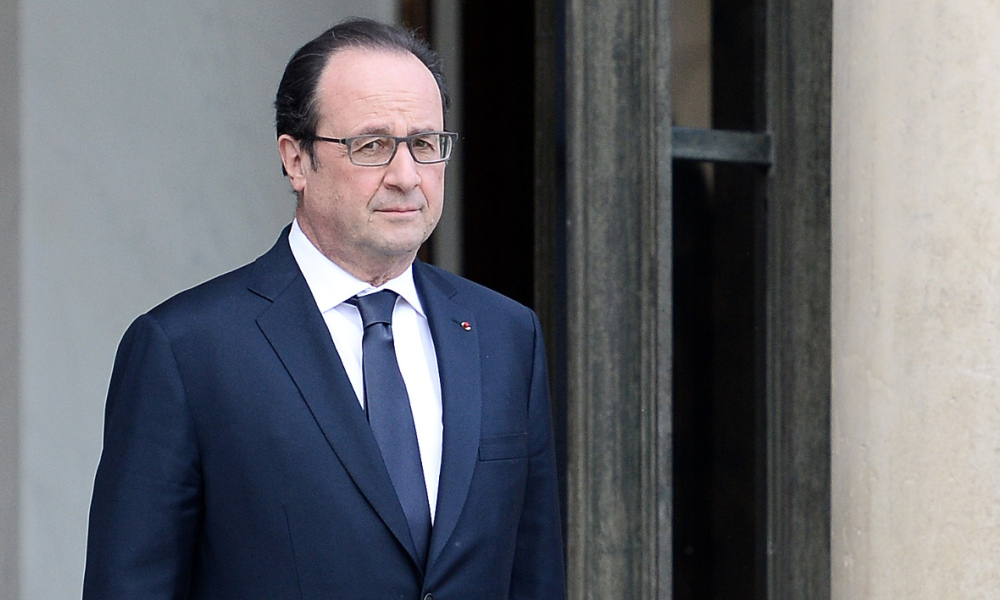French President Francois Hollande stands after accompanying out Guinea's president after their meeting at the Elysee Palace in Paris on April 26, 2016.  STEPHANE DE SAKUTIN / AFP