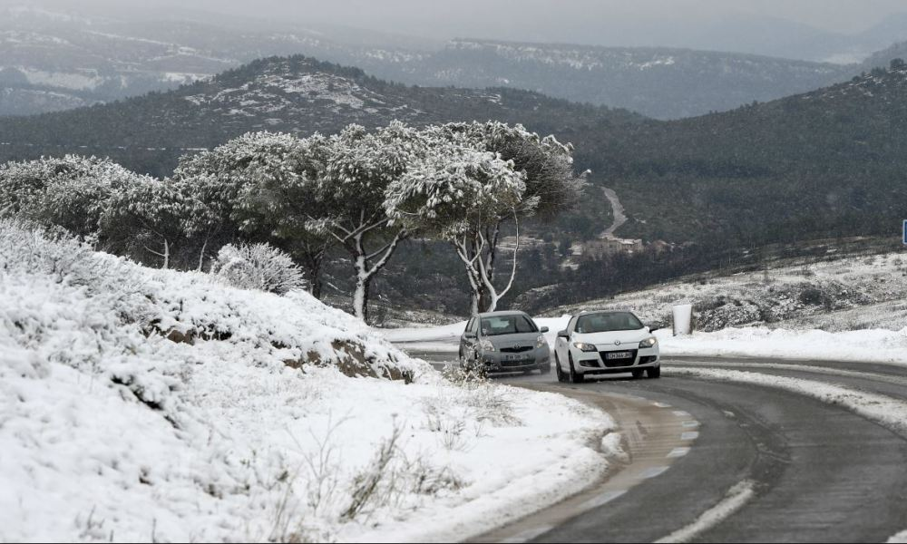 Cars drive on the snow-covered road called route de la Gineste, connecting Marseille and Cassis, on December 2, 2017, outside Marseille, southern France. The snowfall in the morning of December 2, disrupted the traffic on several major routes in southeastern France. Anne-Christine POUJOULAT / AFP