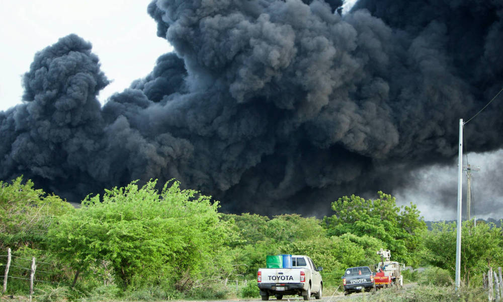View of the explosion of a second fuel storage tank at the Puma Energy plant in Puerto Sandino, 70 km northwest of Managua, on August 18, 2016. The fire started on the eve, after a tank with a storage capacity of 144,000 barrels of fuel exploded in the afternoon.