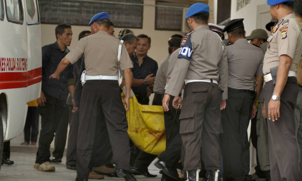 Indonesian police transfer a body bag from an ambulance at a local hospital in Palu, Central Sulawesi province, on July 19, 2016, after a firefight between suspected Muslim extremists and security forces in the nearby village of Tambarana the day before. Indonesia's most wanted Muslim extremist, Santoso, has been killed in a firefight with security forces, police confirmed on July 19, ending a lengthy hunt for the Islamic State (IS) group supporter.