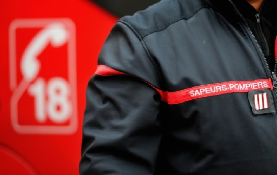 A picture taken on November 4, 2012 shows a firefighter wearing his uniform in a firehouse in Boulogne-sur-Mer, in northern France. AFP PHOTO PHILIPPE HUGUENA picture taken on November 4, 2012 shows a firefighter wearing his uniform in a...
